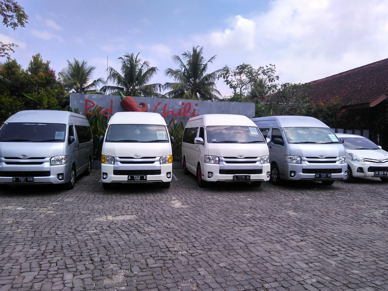 Mobil Jogja Murah - Hemat dan Terjangkau | CV Menara Jogja Tour dan Transport