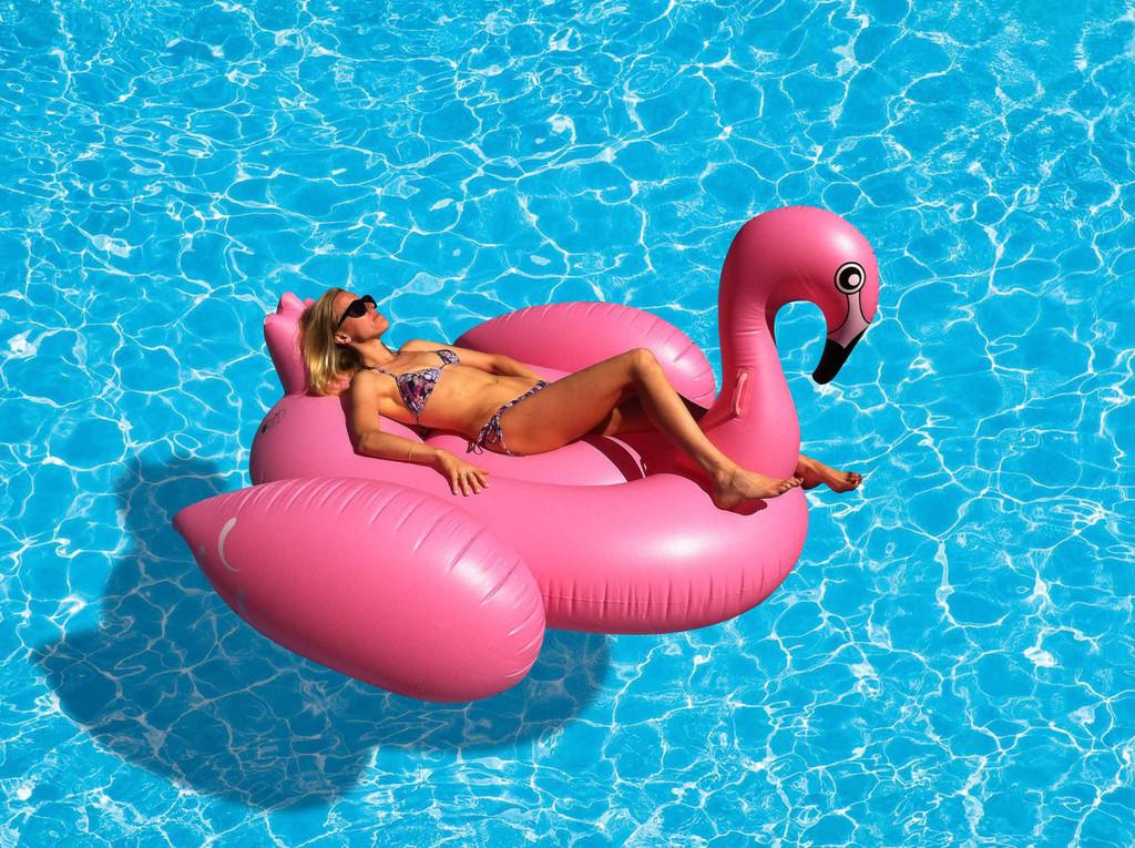Tamara Giant Flamingo Floats | Le Float - Sewa menyewa jadi lebih mudah di Spotsewa