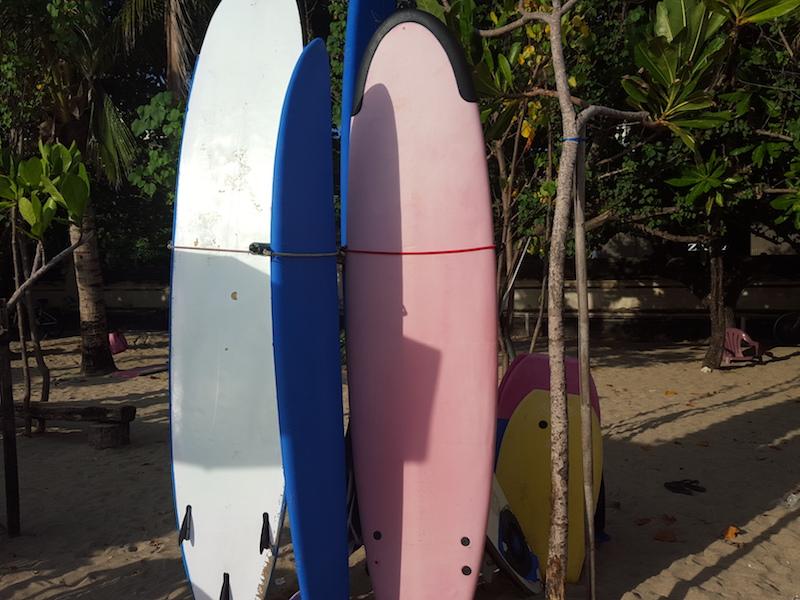 Longboard Surfing Pantai Kuta | Hendra Surfboard - Sewa menyewa jadi lebih mudah di Spotsewa